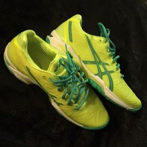 NWOT ASICS gel shoes
